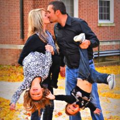 Love this idea for a family picture! Photo by Kelsey J. Gibbs