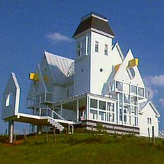 the beetlejuice house! - loved this house :) pops of yellow would be cool Beetlejuice House, Am I Dreaming, Im Losing My Mind, Weird Dreams, Postmodernism, Week End, Looks Cool, Guide, Aesthetic Pictures