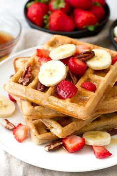 Flourless oatmeal waffles that are crispy on the outside, fluffy on the inside, and crazy easy to make!   runningwithspoons.com