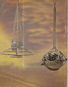 Macramé Reflections 1976 31 pages Booklet is in great condition. I did not find any writing on the pages. There is some wear on the cover as well as one green mark. Wall hangings Plant Hangers more general knotting directions includes 16 page tear-out dictionary I am happy to
