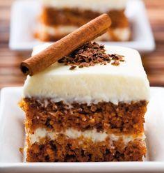 Ai făcut vreodată prăjitură cu morcovi? Încearcă această prăjitură parfmată cu morcovi după o reţetă simplă! 1. Pentru blat, se amestecă ouăle cu zahărul și zahărul vanilat până ce se obţine o cremă albă în care se adaugă scorţişoara, ghimbirul şi uleiul. Se amestecă bine. 2. Apoi se adaugă morcovii trecuţi prin răzătoarea cu ochiuri …