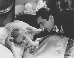 Bela Lugosi and Frances Dade in Dracula 1931