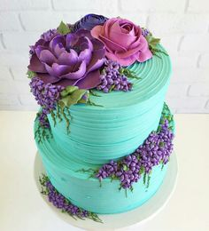 Something purple + pretty on Tiffany blue buttercream. Made for a mommy to be … Etwas Lila + Hübsches auf Tiffany Blue Buttercreme. Gorgeous Cakes, Pretty Cakes, Cute Cakes, Amazing Cakes, Bolo Floral, Floral Cake, Pastel Floral, Decoration Patisserie, Dessert Decoration