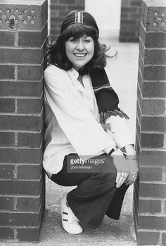 News Photo : English actress Elisabeth Sladen - who plays Sarah Jane Smith in the British television series 'Doctor Who', April (Photo by John Minihan/Evening Standard/Hulton Archive/Getty Images) Sarah Jane Smith, Doctor Who Companions, Classic Doctor Who, Jelly Babies, Good Doctor, English Actresses, Dr Who, Sherlock Holmes, Bad Wolf