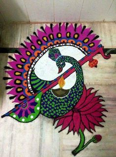 it's Indian culture made from colour powder on the floor the peacock Rangoli Designs Peacock, Rangoli Designs Latest, Latest Rangoli, Colorful Rangoli Designs, Rangoli Ideas, Rangoli Designs Diwali, Rangoli Designs Images, Diwali Rangoli, Beautiful Rangoli Designs