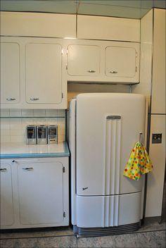Ideas kitchen retro ideas vintage art deco for 2019 Cocina Art Deco, Art Deco Kitchen, Old Kitchen, Kitchen Decor, 1950s Kitchen, Kitchen White, Kitchen Ideas, Kitchen Furniture, Küchen Design