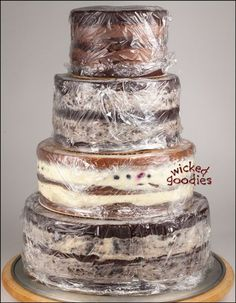 Great tutorial about how to fill layer cakes-Wicked Goodies!