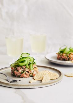 salmon tartare with ginger & sesame . Appetizer Recipes, Snack Recipes, Dinner Recipes, Healthy Recipes, Ceviche, I Love Food, Good Food, Tartare Recipe, Salmon Tartare