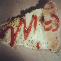 Pelo menos 1 vez por semana de noite, tem pizza :P