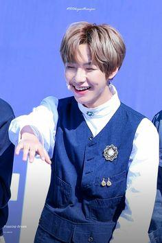 Look at his smile😭 Nct U Members, Nct Dream Members, Nct 127, K Pop, Nct Group, Huang Renjun, Winwin, Taeyong, Jaehyun