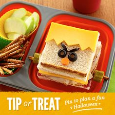 Frankenstein Sandwich, We've Rounded up 18 Yummy & Fun Halloween Dinner Recipes-Have You See These? Halloween Desserts, Entree Halloween, Halloween Appetizers, Halloween Food For Party, Halloween Treats, Halloween Sandwich, Halloween 2020, Happy Halloween, Halloween Pizza