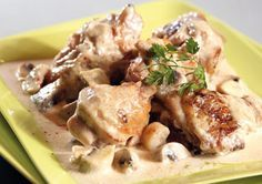 Bresse chicken fricassee with cream Chef Recipes, Egg Recipes, Chicken Recipes, Cooking Wild Rice, Cooking With Kids, Cooking Chef Gourmet Kenwood, Kenwood Chef, Traditional French Recipes, Chicken Fricassee