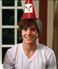 High School Musical 3 So cute Zac Efron Vanessa Hudgens, Zac Efron And Vanessa, Zac Efron High School, Zec Efron, Zac Efron Movies, Hig School, Disney High Schools, High School Musical 3, Troy Bolton