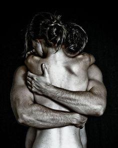 Önemli olan böyle sarılabilmek..Hiç kopmadan..Tüm çıplaklığınla..