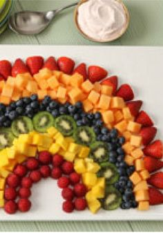 Rainbow Fruit Salad with Strawberry Dip – Your kids will enjoy this rainbow-shaped fruit arrangement, fully displaying their favorite colors in a delicious way.