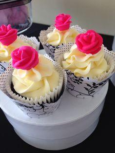 Black white and fuchsia theme candy bar Birthday Candy, Panna Cotta, Buffet, Black White, Bar, Ethnic Recipes, Desserts, Food, Dulce De Leche