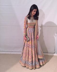 How to Select the Best Modern Saree for You? Indian Lehenga, Indian Gowns, Indian Attire, Lehenga Choli, Indian Wear, Bridal Lehenga, Indian Party Wear, Indian Wedding Fashion, Indian Wedding Outfits