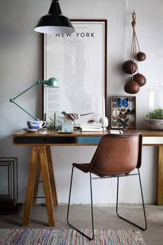 7 Modern Desk Set-Ups and How to Get Their Look (Plus, One Great Idea for a Home Office) : There's something compelling about a desk area that is not only well organized and clutter-free, but also impeccably designed. It makes sense that when your office space looks great, you're drawn to work and more inspired from the get-go. Here are seven modern desk set-ups that have that je ne [...] - nousDECOR.
