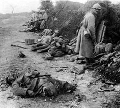 WWI 'The Battle of Verdun'. French soldier numb to the sight of death. World War One, First World, Photo 3d, Historia Universal, World History, Military History, Warfare, Old Photos, Wwii