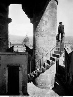 liquidnight:    Fratelli Alinari  Scala della torre di Palazzo Vecchio, Florence, circa 1900-05  [via turnofthecentury]