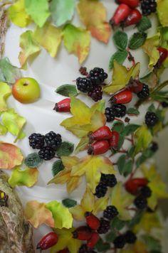 Brambly Hedge wedding cake with sugar and marzipan fruits.