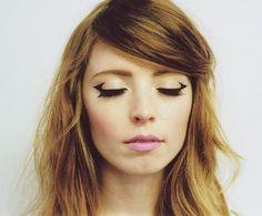 Inspiração de Make - Delineador de um jeito diferente + sobrancelhas marcadas.  http://viroutendencia.com/2014/11/27/inspiracao-de-make-delineador-de-um-jeito-diferente/