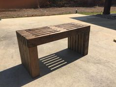 This easy to build bench makes a statement! Free plans to build a modern slatted bench for your outdoor space include step by step diagrams and shopping lists. Building Furniture, Furniture Plans, Diy Furniture, Outdoor Furniture, Easy Diy Projects, Wood Projects, Project Ideas, Diy Wood Bench, Wood Slats