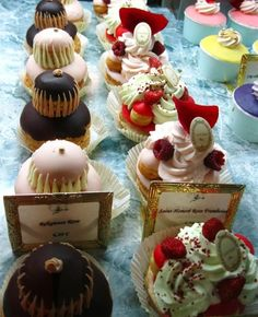 Fauchon ~ Paris cakes --- Oh these look so yummy. Desserts Français, Creative Desserts, French Desserts, French Food, Plated Desserts, Mini Cakes, Cupcake Cakes, Paris Cakes, French Patisserie