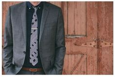 Free pattern: Sew a necktie for the Groom and his men so that the fabric matches the bridesmaids dresses