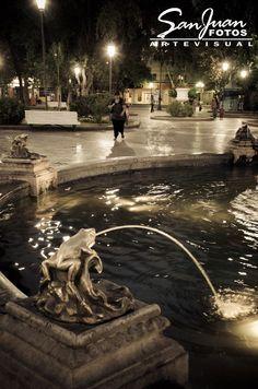 Fuente en plaza 25 de Mayo. San Juan. Argentina