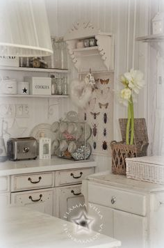 Life on on pine salo Shabby Home, Shabby Chic Homes, Cozinha Shabby Chic, Casas Shabby Chic, White Cottage, Country Kitchen, Country Living, Küchen Design, Cool Rooms