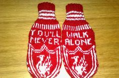 : Liverpoolvotta til voksen! Liverpool Fans, Mittens Pattern, Knitting Patterns, Knit Crochet, Diy And Crafts, How To Wear, Strand, Manchester United, Fashion