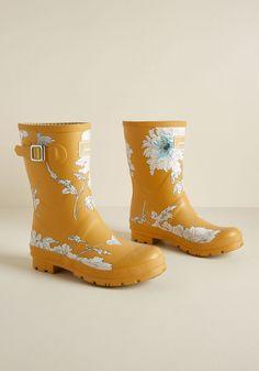 size 40 f1871 29225 Just Splashing Through Rain Boot in Yellow Floral