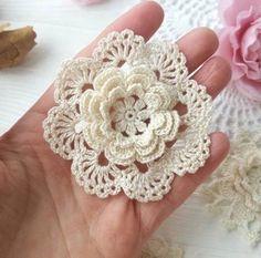 New crochet flowers pattern lace 64 ideas Crochet Shawl Free, Freeform Crochet, Thread Crochet, Irish Crochet, Crochet Motif, Crochet Doilies, Crochet Flower Tutorial, Crochet Flower Patterns, Crochet Designs