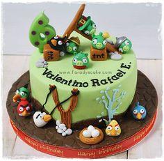 Google Image Result for http://faradyscake.files.wordpress.com/2012/01/angry-bird-cake-cakes.jpg