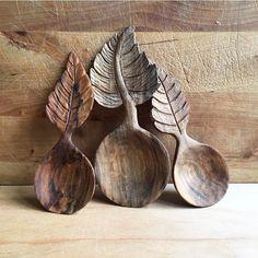 A group shot of this little spoon family🍂 #winter #spooncarving #woodenspoon #woodart #woodcarving #woodwork #art #spoon #hantverk #handmade #handgjort #tälja #rustic #rustichome #instagram #photo #all_the_good_wood #vinter #carving #snow #slöjd #konst #home #nordic #leaf #leaves #davidcpetersson