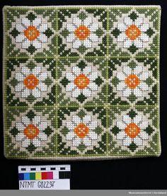 Cross Stitch Cushion, Cross Stitch Tree, Cross Stitch Cards, Cross Stitch Flowers, Cross Stitching, Cross Stitch Embroidery, Needlepoint Pillows, Needlepoint Stitches, Cross Stitch Designs