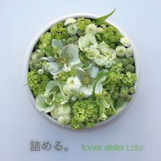 flower atelier Loto. white green arrangement