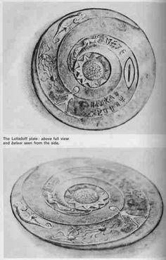 Parece que o Egito não é o único lugar que tem sido visitada por extraterrestres em tempos antigos. Este prato chamado 'A placa Lolladoff' é datado e 12 mil anos de idade, prato de pedr…
