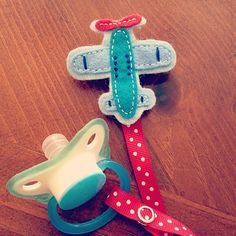Items similar to Felt Pacifier Clip - Blue & Red Airplane - Baby Boy Shower Present on Etsy Baby Shower Parties, Baby Boy Shower, Baby Shower Gifts, Baby Gifts To Make, Baby Boy Gifts, Felt Bookmark, Kit Bebe, Baby Presents, Wishes For Baby