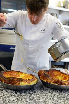 Unser Küchenchef Alexander Kunstel zieht schon bald in die Gozzo Küche am hohen Markt ein.... Wir durften schon probieren 😁 #Gozzo #Gozzoburg #OpeningSoon #18August2017 Chef Jackets, Celebrations
