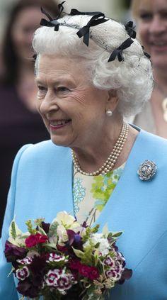 Queen Elizabeth II Photos - Queen Elizabeth II visits the Chelsea Flower Show Press and VIP Day on May 23, 2011 in London, England. - Chelsea Flower Show - London, England