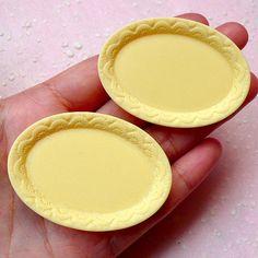 Dollhouse Plate Cabochons in Oval Shape w/ Decorative Border (2pcs / 53mm x 38mm / Cream / Flat Back) Kawaii Whimsical Miniature Food MC39