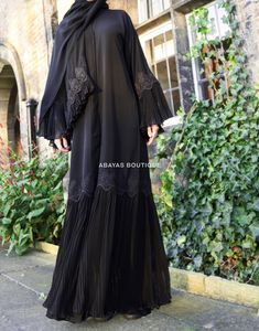 Fancy Lace Embroidered Abaya Designs Latest Collection consists of stylish & trendy abayas in casual, formal, fishtail styles, front open gowns, Abaya Noir, Mode Abaya, Mode Hijab, Abaya Designs Dubai, Abaya Designs Latest, Burqa Designs, Habits Musulmans, Moslem Fashion, Kaftan Abaya