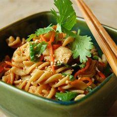 Aziatische pastasalade met kip