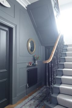 Stair and hallway makeover reveal, with dramatic results. Bright colour, brass and an epic gallery wall, takes this victorian terrace into the Century. Edwardian Haus, Victorian Hallway, 1930s Hallway, Edwardian Staircase, Victorian Townhouse, Hallway Walls, Hallways, Dark Hallway, Hallway Carpet