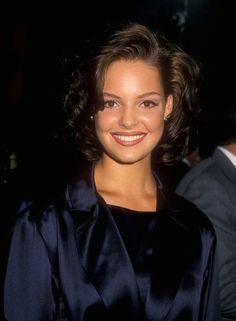 Pin for Later: So liefen die Stars zum ersten Mal über den roten Teppich Katherine Heigl, 1995