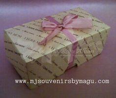 Caja para 2 cupcakes Modelo : cb2bt sin display Materiales : cartulina, cinta.