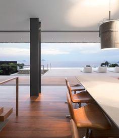 Le studio d'architecture brésilien, Arthur Casas (pour retrouver les articles, cliquez ici) a été invité à choisir l'emplacement idéal pour une résidence à