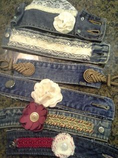 The Best Upcycled Denim Crafts & DIY All the families old jeans go into my upcycling pile. As denim is a fantastic fabric to upcycle with and here are some of the best denim crafts and DIY's to inspire you.Old denim jeans are such great things to r Bracelet Denim, Cuff Bracelets, Fabric Bracelets, Jean Crafts, Denim Crafts, Denim Armband, Artisanats Denim, Denim Purse, Jeans Recycling